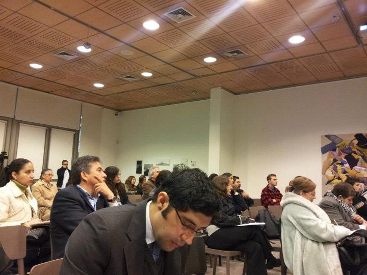 """Diversas miradas en seminario """"Medicamentos y Bioética""""."""